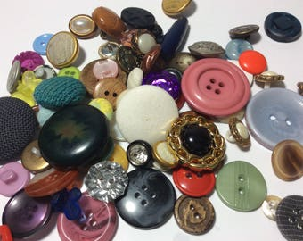 Mixed RETRO VINTAGE BUTTONS Glass Plastic Fabric Metal Recycle Create Embellish Decorate
