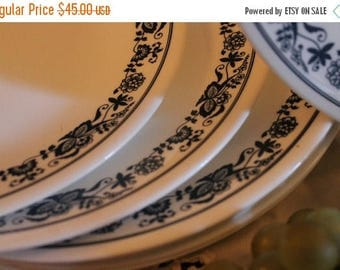 "SALE Set of 10 Corelle 10.25"" Dinner Plates - Old Towne Blue Flower Pattern, Livingware"