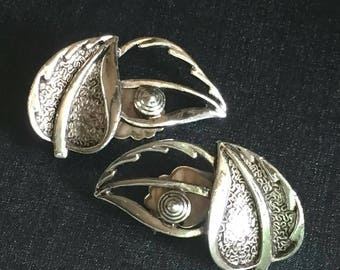 Sarah Coventry leaf Earrings silvertone chunky silver tone textured  clip on vintage Coachella boho designer fashion statement