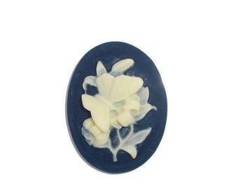 Oval shape resin flower cameo