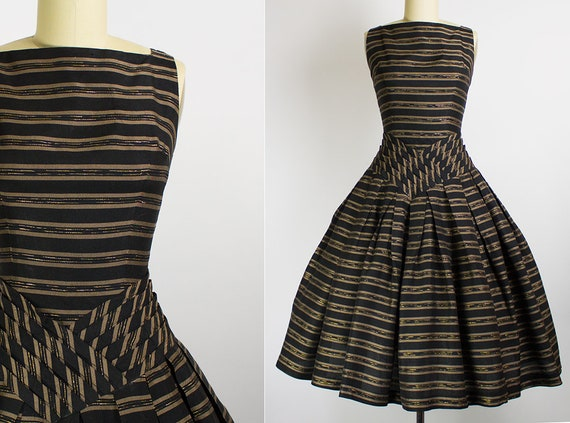 1950s Black and Gold Basque Waist Party Dress   Small (34B/25W)