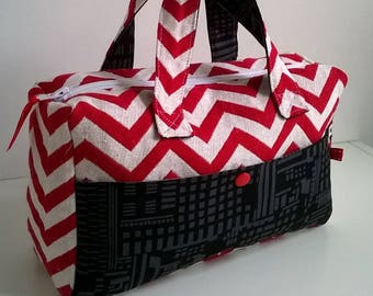 Toiletry bag in red and off-white Chevron with a black Pocket fabric.