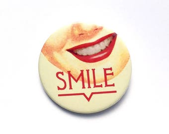 Vintage yellow and pink smile 38 mm badge