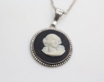 Wedgwood Silver Pendant Black Jasperware fully hallmarked on 16inch chain