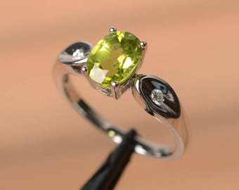wedding ring natural peridot ring August birthstone oval cut gemstone green gems sterling silver ring