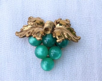 CORO - Vintage 1940s Goldtone & Green Moonglow Lucite Bunch of Grapes Brooch