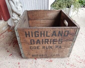 Highland Dairies Wooden Milk Crate, Doe Run PA Deposit Case, Vintage Wood Metal Industrial Bottle Holder, Rustic Country Farmhouse Decor