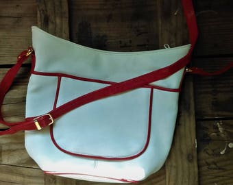 Vintage ETRA Handbag in White with Red Piping ~ Excellent Condtion!