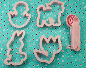 Vintage 4 Pc. Pink Bunny Chick Lamb Tulip Plastic Easter Cookie Cutters Plus Measuring Spoons