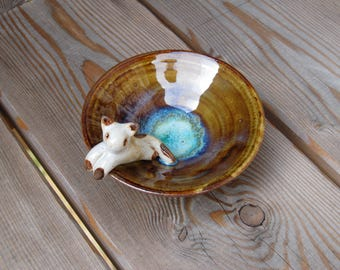 Small bowl in stoneware with reclining cat