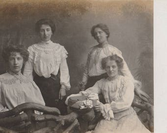 FREE POST - Old Postcard - Edwardian Women - Real Photo Postcard 1910s  - Vintage Postcard - Unused