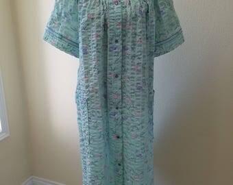 Vintage Housecoat, Vintage Leisure Life Housecoat, 1970s Housecoat, Vintage Summer Robe, Summer Robe, size 1X Housecoat, size 1X Robe.