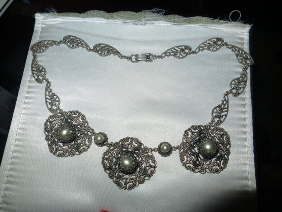 Pretty vintage Czech silvertone filigree faux pearl necklace