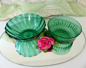 Vintage 1960's French Set of 2 Emerald Green Etched Glass Salad Bowls, Arcoroc Round Serving Dishes, Diamond Cut Glass, Made in France