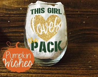 Packers Wine Glass/This Girl Love the Pack/Football Wine Glass/Sports Wine Glass/Green Bay/NFL Wine Glass/Football Sunday/Packers Glass
