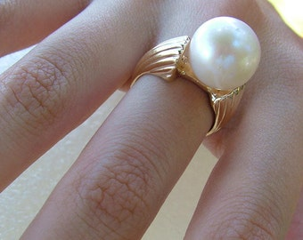 Gold and pearl large ring-Cultured pearl and gold ring-Large gold pearl ring