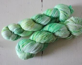 Hand dyed MCN 80/10/10 Merino/Cashmere/Nylon - 100g/400m - MCN - Matcha