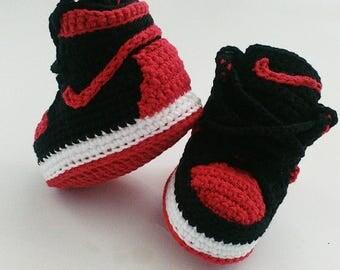 Crochet baby Jordan sneakers, Nike baby shoes, Jordan shoes, Crochet baby booties, Crochet Air Jordan baby sneakers