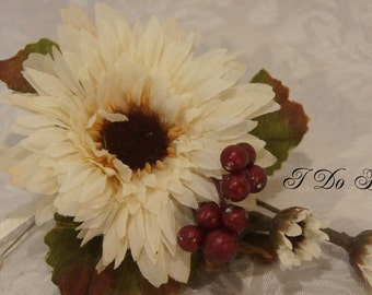 Cream Aster Boutonniere, Aster and Berries Boutonniere, White Tux Lapel Pin, Cream Aster and Red Berry Boutonniere, Groom Boutonniere