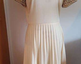 Vintage 70s banana yellow and brown embroidered dress with subtle pleats and full skirt Large