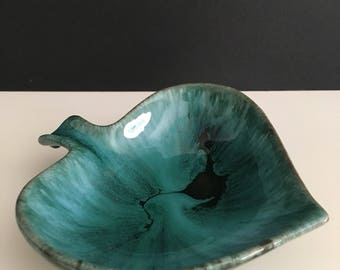 Vintage Blur Mountain Pottery Leaf Shaped Candy Dish
