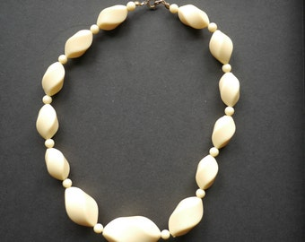 Chunky cream plastic choker vintage beaded necklace