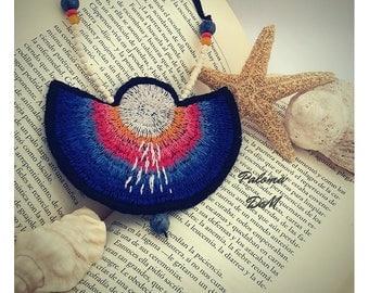 MAR Collar babero BORDADO A MANO Joyería hecha a mano / Joyería textil / Cosido a mano / Joyería bordada a mano / Arte vestible