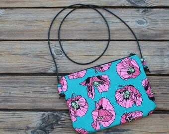 Cotton twill shoulder bag with pink poppies on green background