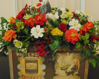 Rooster in Vintage Wood Box Floral