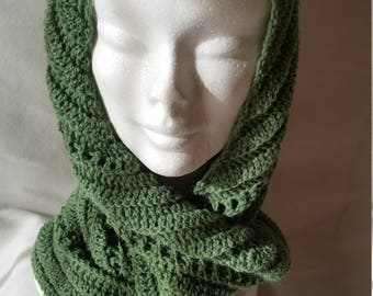 Crochet baktus scarf in green fern wool