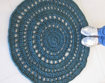 Handmade, soft and puffed recycled fabric rug