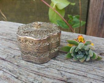 Vintage Silver Mesh Rose Trinket Box // Boho Wedding Ring Box // Silver Filigree Jewelry Gift Box