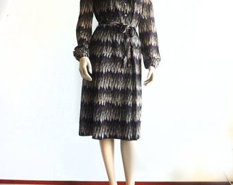 Vintage Winter dress with feather print and long sleeves