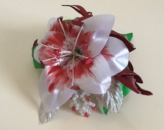 Fascinating Lily Hair Clip