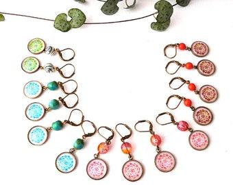 """Boucles d'Oreilles Rainbow: petites dormeuses femme et enfant, bijou laiton, perle et cabochon, illustration plante grasse """"Echeveria"""""""