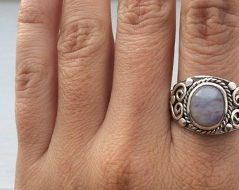 Silver ring wirh moonstone