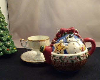 Debbie Mumm Holiday Collectible Mini Teapot, Sugar Cookie Snowman