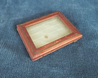 ancien petit cadre pour photo portrait miniature, en bois et laiton doré,dim : 5,8 / 4,2 cm, old miniature picture frame miniature portrait,
