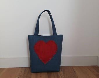 Tote tas in doek jute blauw en rood hart, de witte katoenen voering en de blauwe erwten