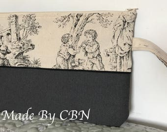 MAXI clutch in cotton canvas printed French toile de jouy with beige strap and zipper.