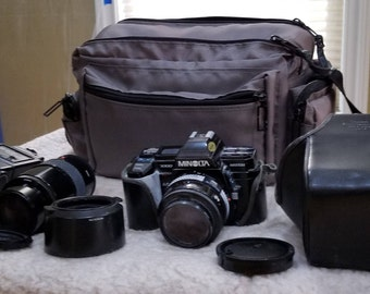 Minolta Maxxum 7000 with accessories and pouch