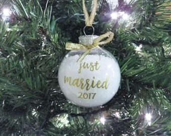 Just Married Ornament. Newlywed Ornament. First year married ornament. Married First Christmas Ornament. Wedding Ornament. Mr and Mrs Gift.