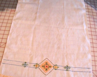 Single Embroidered Hand Towel Vintage 16 x 27 Inches