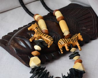 African necklace carved African animals etno jewellery safari mother of pearl seeds stone zebra figurine beaded nackle jewellery