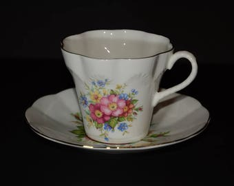ELIZABETHAN, by Taylor & Kent, Bone China, Tea Cup, and saucer, Flowers, Gold Rimmed, Bouquet, England, fluted scalloped edge