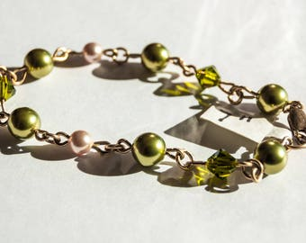 Crystal pearls and crystals in green and cream