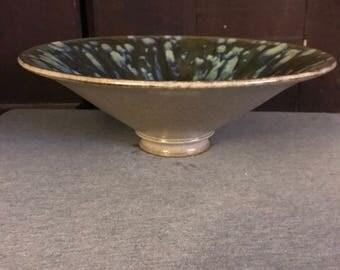 Wide display bowl