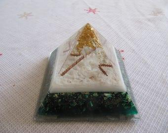 orgone pyramid 8 cm base