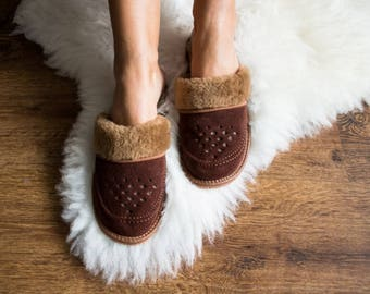SHEEPSKIN slippers  women slippers leather moccasins fur shoes brown suede leather slippers with sole shearling leatherslippers brown boots