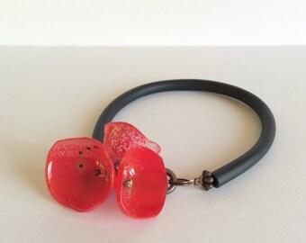 Bracelet red poppy mounted on silicone - adjustable length bracelet.